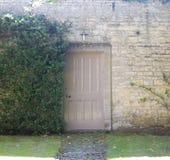 门英国庭院路径秘密 图库摄影