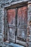 门被风化的木 库存图片