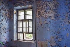 门被破坏的窗口老 库存照片