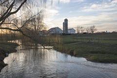 门诺派中的严紧派的农场在黎明 图库摄影