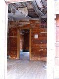 门道入口在一个被放弃的家在Ironton,科罗拉多鬼城  免版税库存图片