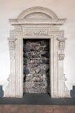 门道入口阻拦与熔岩石头 免版税库存照片