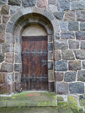 门锁着老木 库存图片