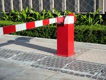 门障碍有限的汽车 免版税库存图片