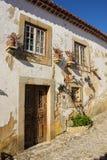 门面。典型的被粉刷的房子。Obidos。葡萄牙 免版税图库摄影