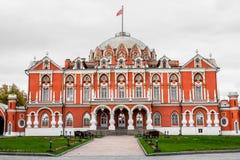 门面和佩特洛夫宫殿,莫斯科,俄罗斯的主要门廊 免版税库存照片