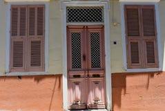 门面在Ermoupolis锡罗斯岛,希腊 免版税库存图片