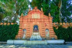 门面或装饰喷泉,Jardines de卡塔利娜de里维拉,塞维利亚,安达卢西亚,西班牙 塞维利亚 图库摄影