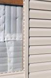 门面的设施镶板米黄乙烯基房屋板壁 免版税图库摄影