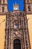 门面雕象Parroquia大教堂德洛丽丝Hidalalgo墨西哥 图库摄影
