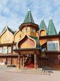 门廊伟大的木宫殿在Kolomenskoe 库存图片