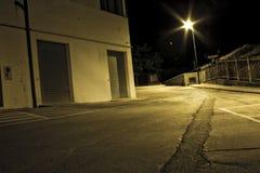 闪亮指示晚上街道 免版税库存图片