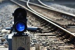 闪亮指示点铁路信号 免版税库存图片