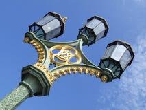 闪亮指示照明设备伦敦街道 库存照片