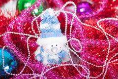 闪亮金属片圣诞节球 库存图片