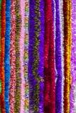 闪亮金属片的五颜六色的多颜色背景的 多彩多姿的新年` s闪亮金属片垂直的纹理  免版税库存图片