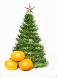从闪亮金属片的圣诞树 免版税库存照片