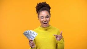 闪光女性指向美金,银行存款,成功的投资 免版税图库摄影