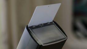 闪动在DSLR照相机的固定闪光 特写镜头 股票录像