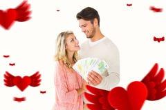 闪动有吸引力的夫妇的综合图象他们的现金 免版税库存图片