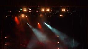 闪动的音乐会光在一个空的剧院 股票录像