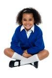 闪动迷人的非洲学校的女孩微笑 免版税库存图片