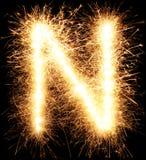 闪烁发光物烟花在黑色的光字母表N 免版税库存图片