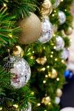 闪烁圣诞节球 库存照片