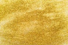 闪烁在背景中的金衣服饰物之小金属片 免版税库存图片
