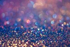 闪烁金bokeh Colorfull弄脏了bir的抽象背景 免版税库存图片