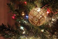 闪耀的圣诞节装饰品 库存图片