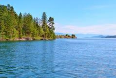 闪耀的蓝色湖麦克唐纳在蒙大拿 库存图片