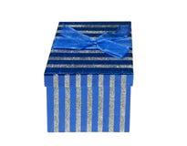 闪耀的蓝色礼物盒 免版税库存照片