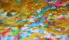 闪耀的金蓝色桃红色蜡状的柔和的淡色彩察觉水彩被弄脏的蜡状的金斑点五颜六色的颜色,刷子, backgrounnd冲程  免版税库存照片