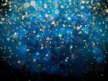 闪耀的金黄不可思议的发光的在深蓝bokeh背景的尘土金黄圣诞节和新年闪烁的星 EPS 库存图片