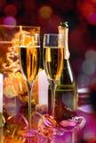 闪耀的香宾庆祝的玻璃  免版税库存照片