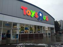 闭合值的Toys R Us下来签字 免版税库存图片