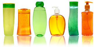 闭合的化妆用品或卫生学塑料瓶胶凝体,液体皂,化妆水,奶油,香波 背景查出的白色 图库摄影