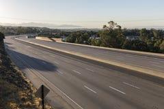 闭合的十条车道高速公路早晨 免版税库存图片