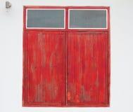 闭合的木视窗 库存图片
