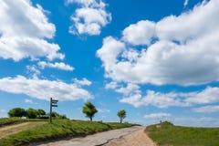 闭合的路在滚动的苏克塞斯乡下 图库摄影