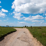 闭合的路在滚动的苏克塞斯乡下 免版税库存照片
