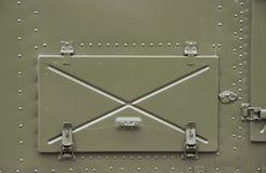 闭合的铁舱口盖在船上 免版税库存照片