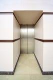 闭合的门增强金属一个 库存图片