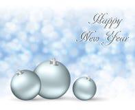 问候与银色球的圣诞卡在多雪的背景 库存例证