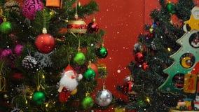 问候季节概念 圣诞老人展示3天耕种与o的Xmas 免版税库存照片