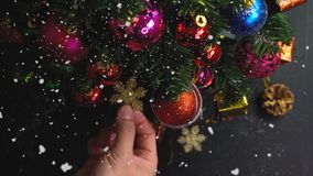 问候季节概念 装饰品手设置在圣诞节的 库存照片