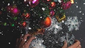 问候季节概念 装饰品手设置在圣诞节的 免版税库存图片