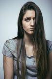 问题depressioned少年与被弄乱的头发和哀伤的面孔 库存照片