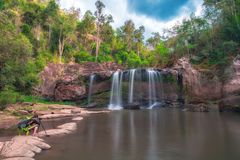 闲谈Trakan瀑布的秀丽在泰国 免版税库存图片